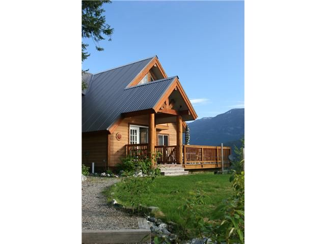Main Photo: 7455 BEECHWOOD Street in Pemberton: Pemberton WH House for sale (Whistler)  : MLS®# V894506