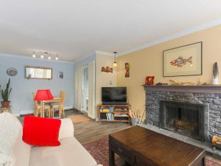 """Photo 3: 103 222 N TEMPLETON Drive in Vancouver: Hastings Condo for sale in """"CAMBRIDGE COURT"""" (Vancouver East)  : MLS®# R2383049"""