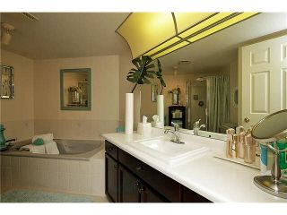 """Photo 11: 202 1378 FIR Street: White Rock Condo for sale in """"CHATSWORTH MANOR"""" (South Surrey White Rock)  : MLS®# F1434479"""