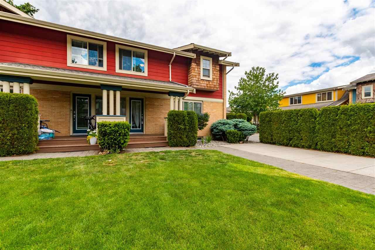 """Main Photo: 41 5960 COWICHAN Street in Sardis: Vedder S Watson-Promontory Townhouse for sale in """"QUARTERS WEST"""" : MLS®# R2585157"""