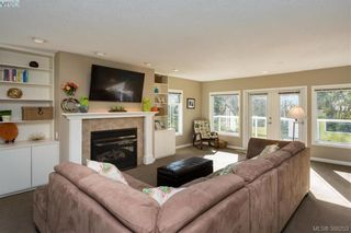 Photo 3: 1108 McBriar Ave in VICTORIA: SE Lake Hill House for sale (Saanich East)  : MLS®# 780264