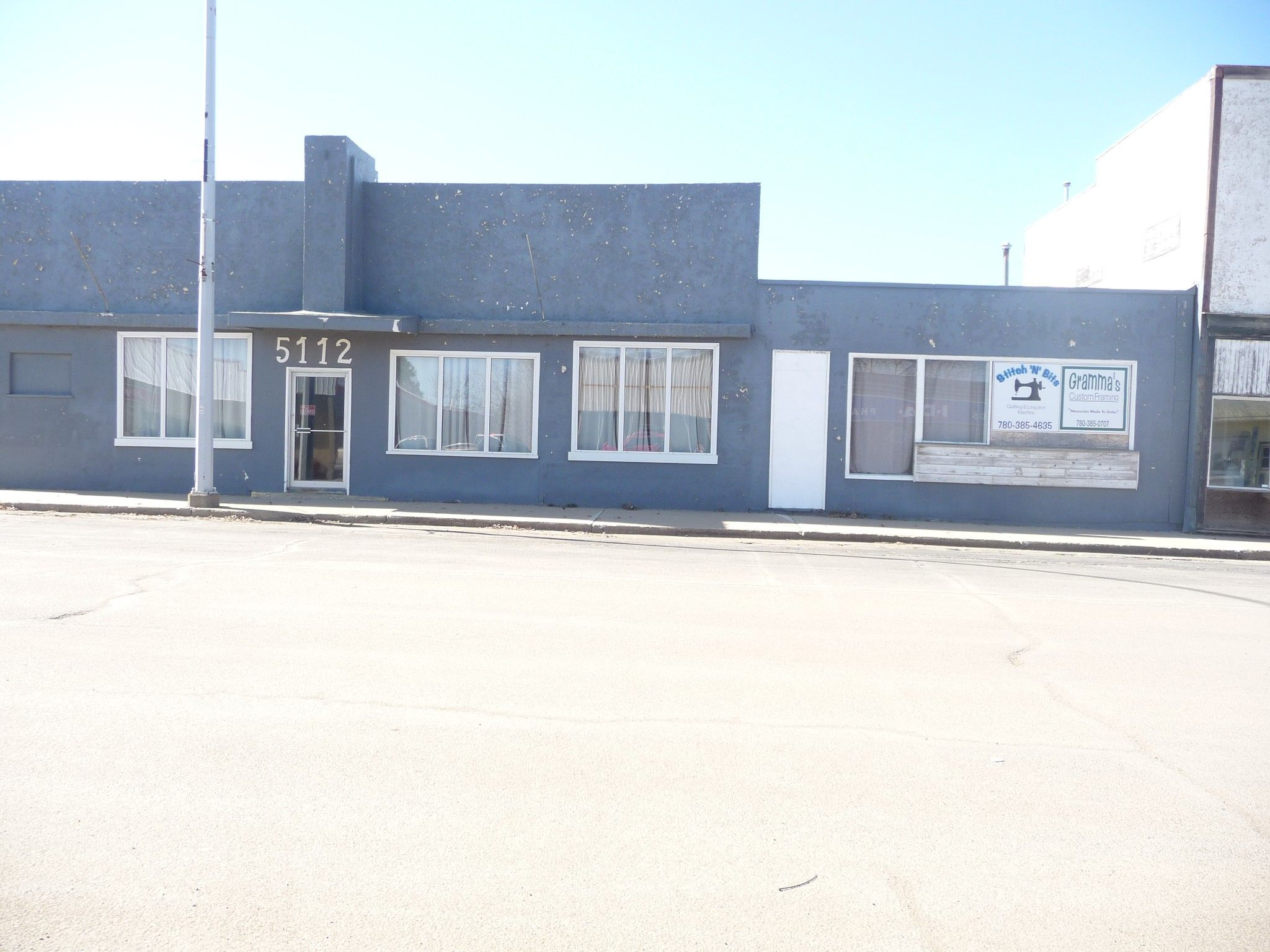 Main Photo: 2700 Sq FT Commercial Building