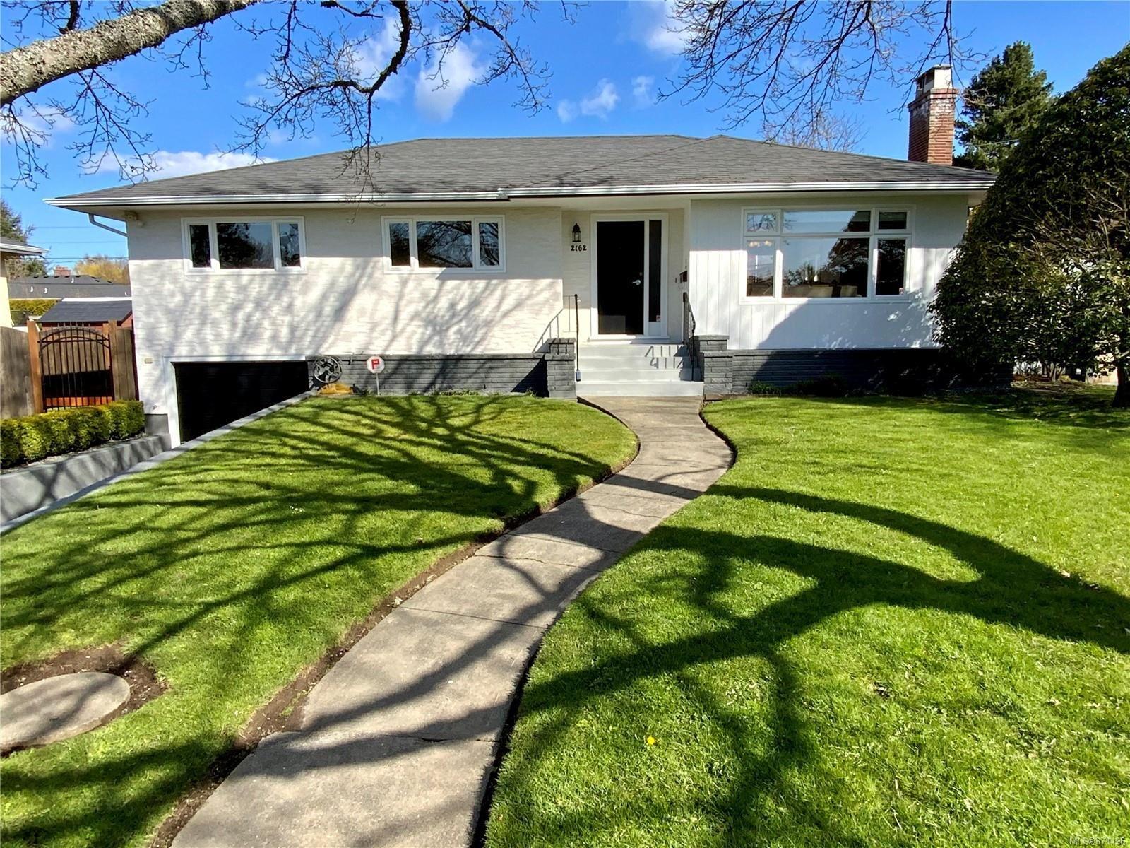 Main Photo: 2162 Allenby St in : OB Henderson House for sale (Oak Bay)  : MLS®# 871196