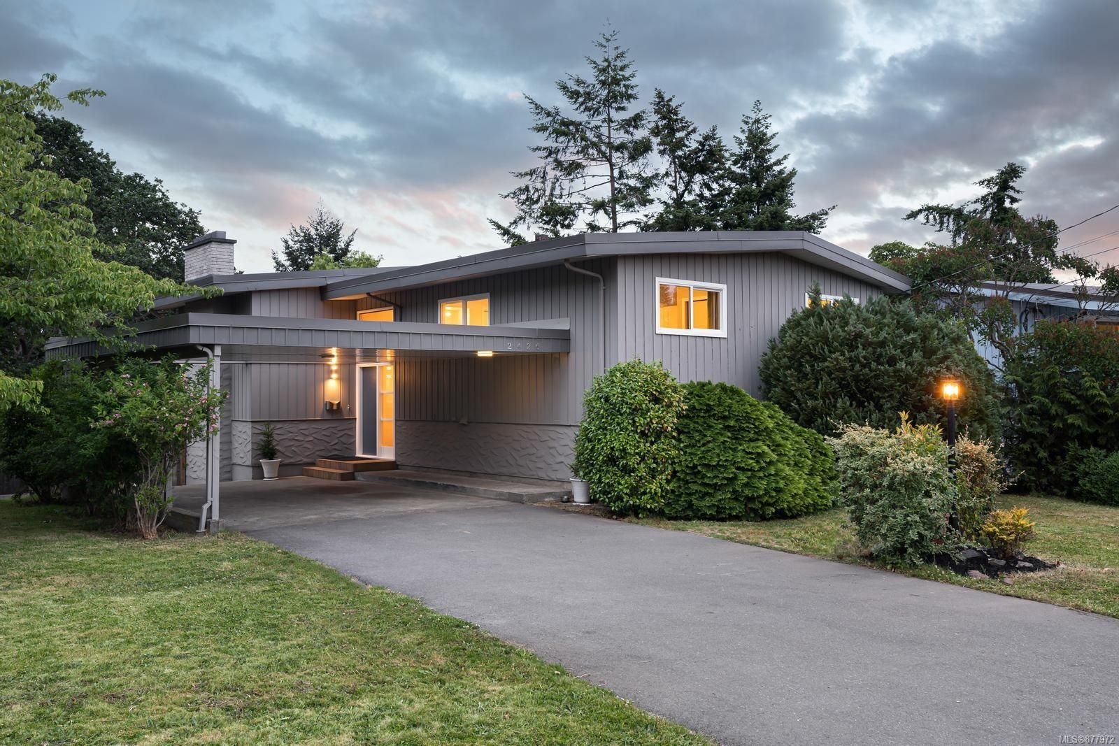 Main Photo: 2426 Evelyn Pl in : SE Arbutus House for sale (Saanich East)  : MLS®# 877972