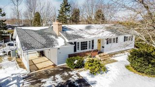 Photo 1: 66 Chestnut Avenue in Wolfville: 404-Kings County Residential for sale (Annapolis Valley)  : MLS®# 202103928