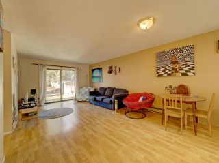 "Photo 5: 5669 SURF Circle in Sechelt: Sechelt District House for sale in ""SECHELT DOWNTOWN"" (Sunshine Coast)  : MLS®# R2530445"