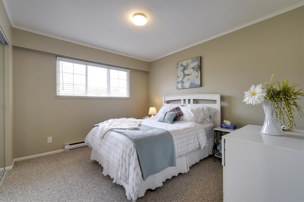 Photo 12: Photos: 4633 RILEY PLACE in Delta: Ladner Elementary House for sale (Ladner)  : MLS®# R2254168