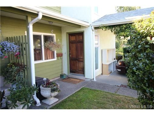 Main Photo: 6 400 Culduthel Rd in VICTORIA: SW Gateway Row/Townhouse for sale (Saanich West)  : MLS®# 738036
