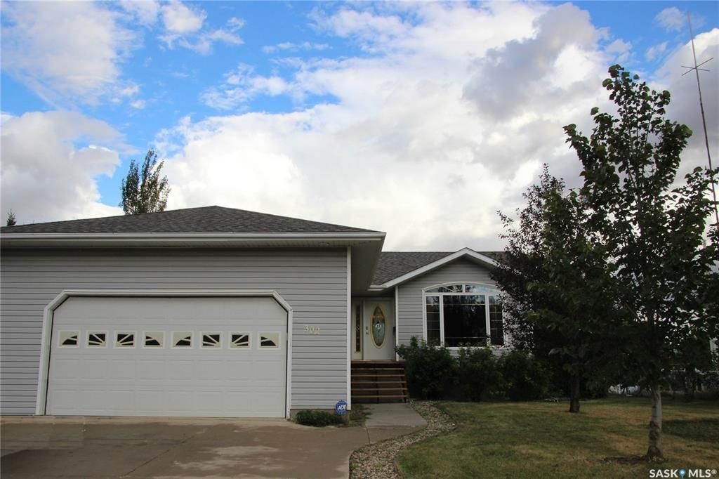 Main Photo: 302 Staffa Street in Colonsay: Residential for sale : MLS®# SK865562