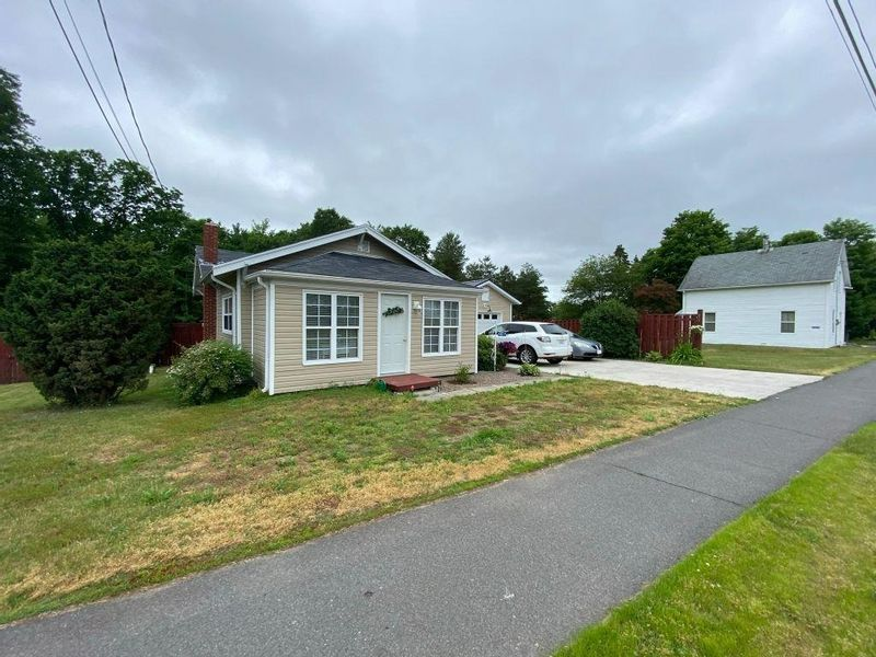FEATURED LISTING: 5817 Highway 1 Cambridge