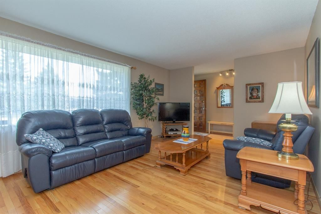 Photo 6: Photos: 1039 Hunterdale Place NW in Calgary: Huntington Hills Detached for sale : MLS®# A1144126