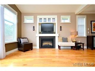 Photo 4: 3979 South Valley Dr in VICTORIA: SW Strawberry Vale House for sale (Saanich West)  : MLS®# 587012