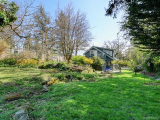 Photo 21: 1086 W Burnside Rd in VICTORIA: SW Strawberry Vale House for sale (Saanich West)  : MLS®# 812559