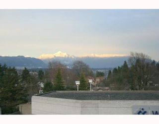 """Photo 2: 615 BELMONT Street in New Westminster: Uptown NW Condo for sale in """"Blemont Tower"""" : MLS®# V633665"""