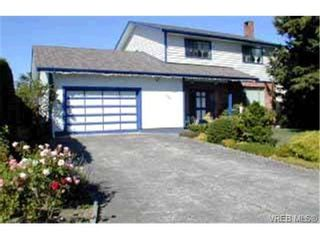 Photo 1: 3925 Sandell Pl in VICTORIA: SE Arbutus House for sale (Saanich East)  : MLS®# 316413