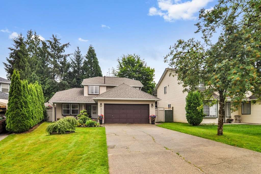 """Main Photo: 9550 215B Street in Langley: Walnut Grove House for sale in """"Country Meadows"""" : MLS®# R2472091"""