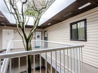 """Photo 13: 206 5191 203 Street in Langley: Langley City Townhouse for sale in """"Longlea"""" : MLS®# R2422119"""