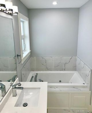 Photo 9: 2362 Azurite Cres in Langford: La Bear Mountain House for sale : MLS®# 825545