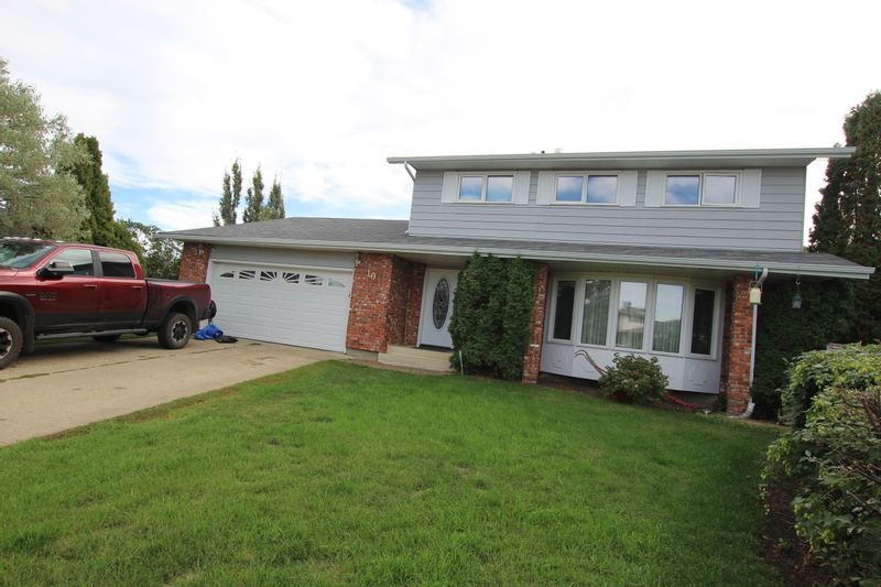 FEATURED LISTING: 10 WAVERLEY Place Spruce Grove