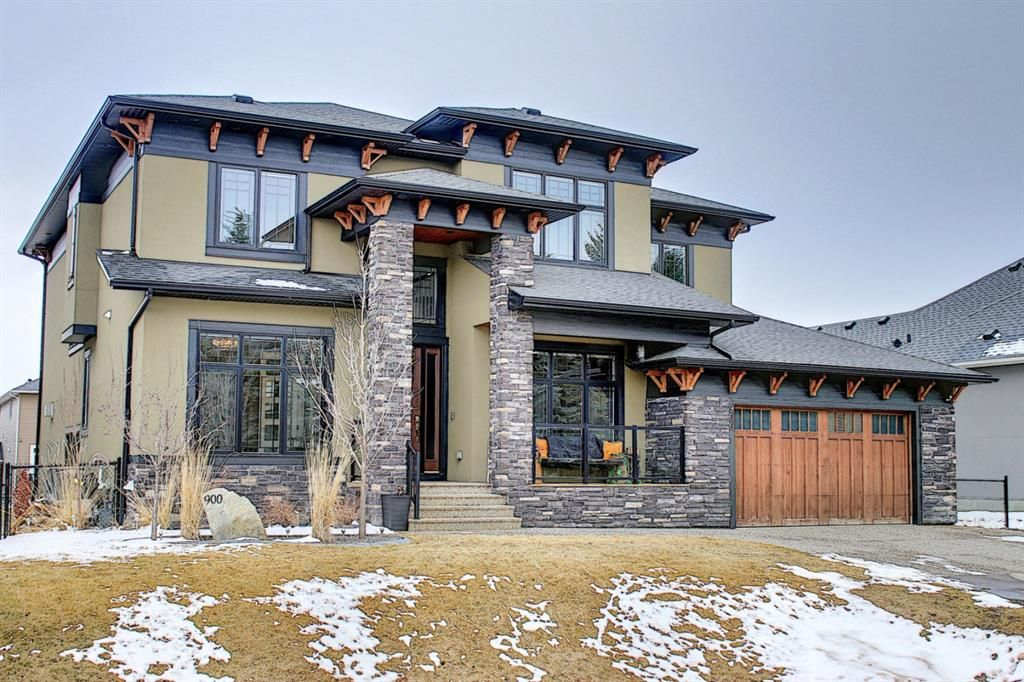 Located in an Estate area of Chestermere!