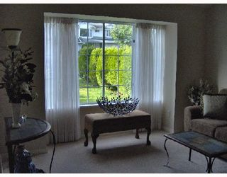 Photo 2: 22524 BRICKWOOD Close in Maple_Ridge: East Central House for sale (Maple Ridge)  : MLS®# V678743