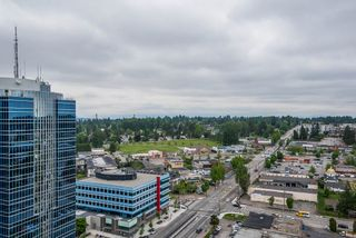 """Photo 15: 2202 10777 UNIVERSITY Drive in Surrey: Whalley Condo for sale in """"CITY POINT"""" (North Surrey)  : MLS®# R2564095"""