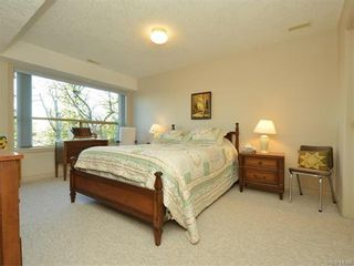Photo 15: 11 4300 Stoneywood Lane in VICTORIA: SE Broadmead Row/Townhouse for sale (Saanich East)  : MLS®# 748264