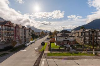 """Photo 19: 401 38013 THIRD Avenue in Squamish: Downtown SQ Condo for sale in """"THE LAUREN"""" : MLS®# R2426960"""