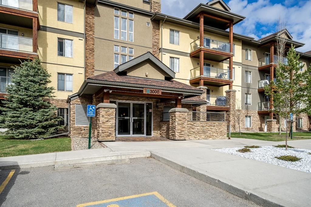 Main Photo: 3215 92 Crystal Shores Road: Okotoks Apartment for sale : MLS®# A1103721