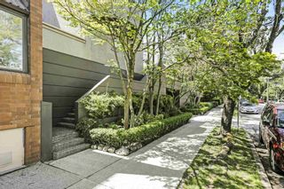 """Photo 2: 10 870 W 7TH Avenue in Vancouver: Fairview VW Townhouse for sale in """"Laurel Court"""" (Vancouver West)  : MLS®# R2594684"""