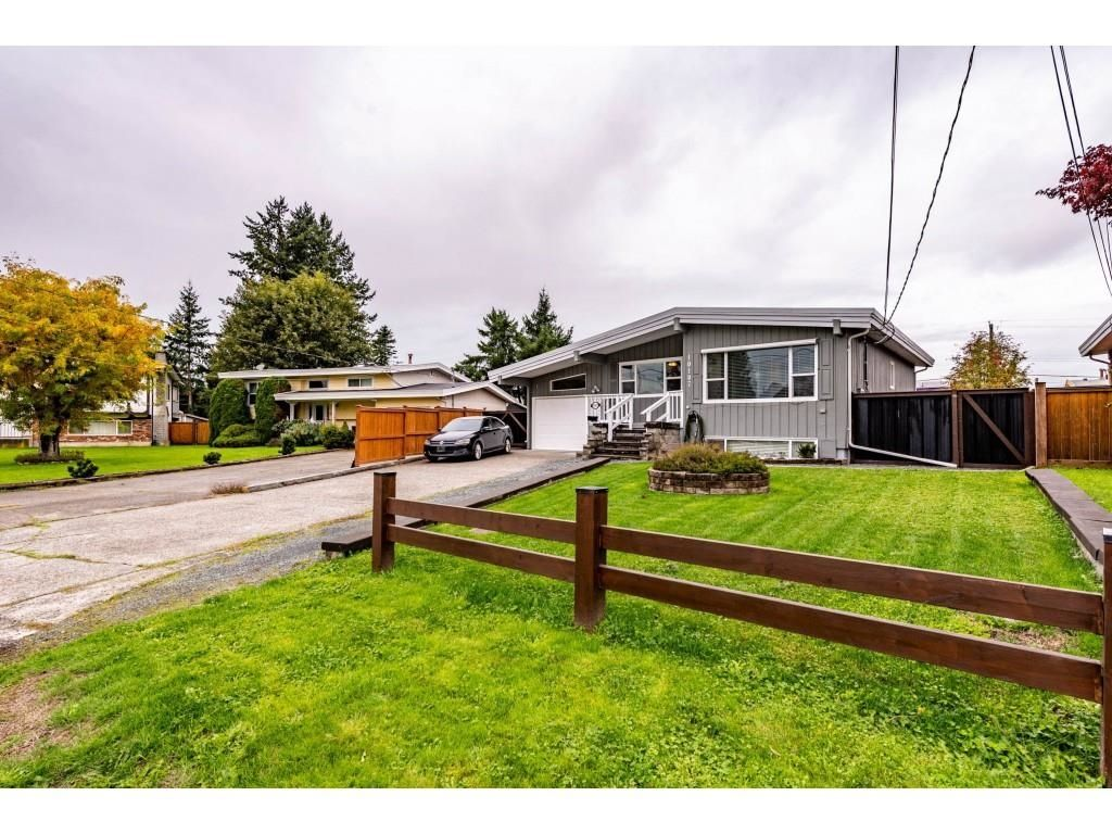 Main Photo: 10107 FAIRBANKS Crescent in Chilliwack: Fairfield Island House for sale : MLS®# R2625855