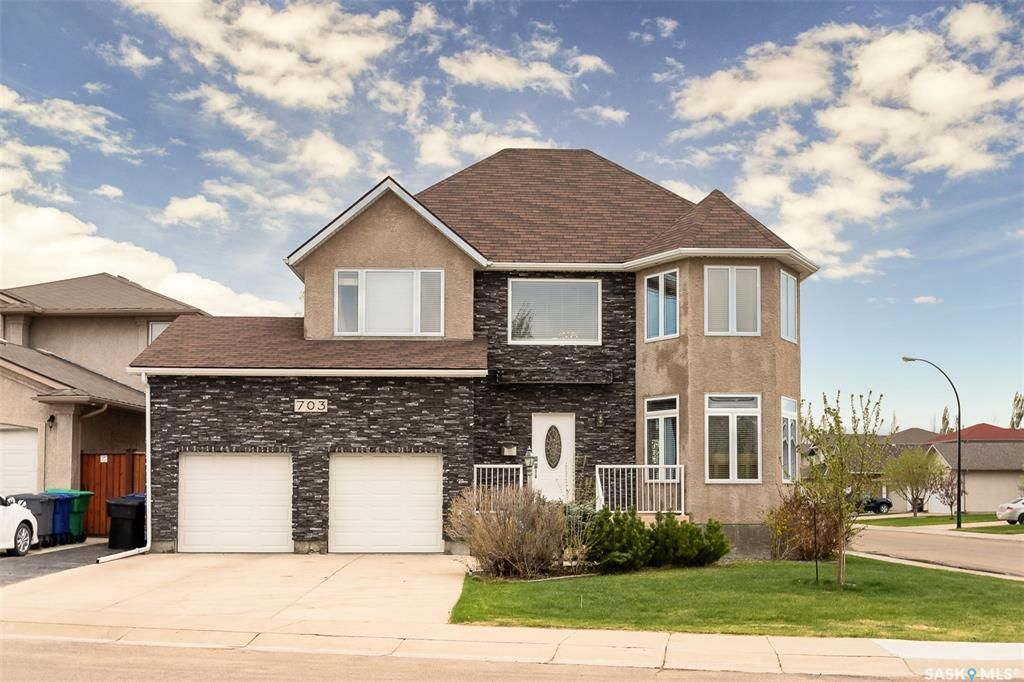 Main Photo: 703 Greaves Crescent in Saskatoon: Willowgrove Residential for sale : MLS®# SK809068