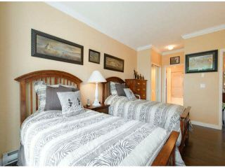 """Photo 12: 404 1785 MARTIN Drive in Surrey: Sunnyside Park Surrey Condo for sale in """"SOUTHWYND"""" (South Surrey White Rock)  : MLS®# F1412611"""