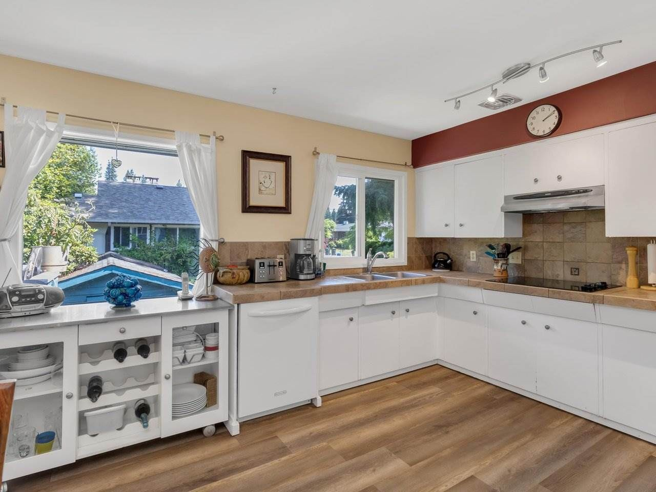 Photo 6: Photos: 943 GATENSBURY Street in Coquitlam: Harbour Chines House for sale : MLS®# R2499202