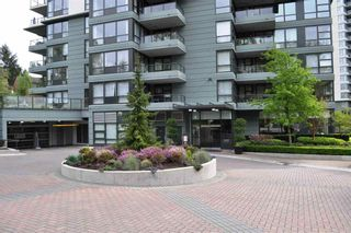 Photo 2: 301 288 Ungless Way in Port Moody: North Shore Pt Moody Condo for sale : MLS®# R2057943