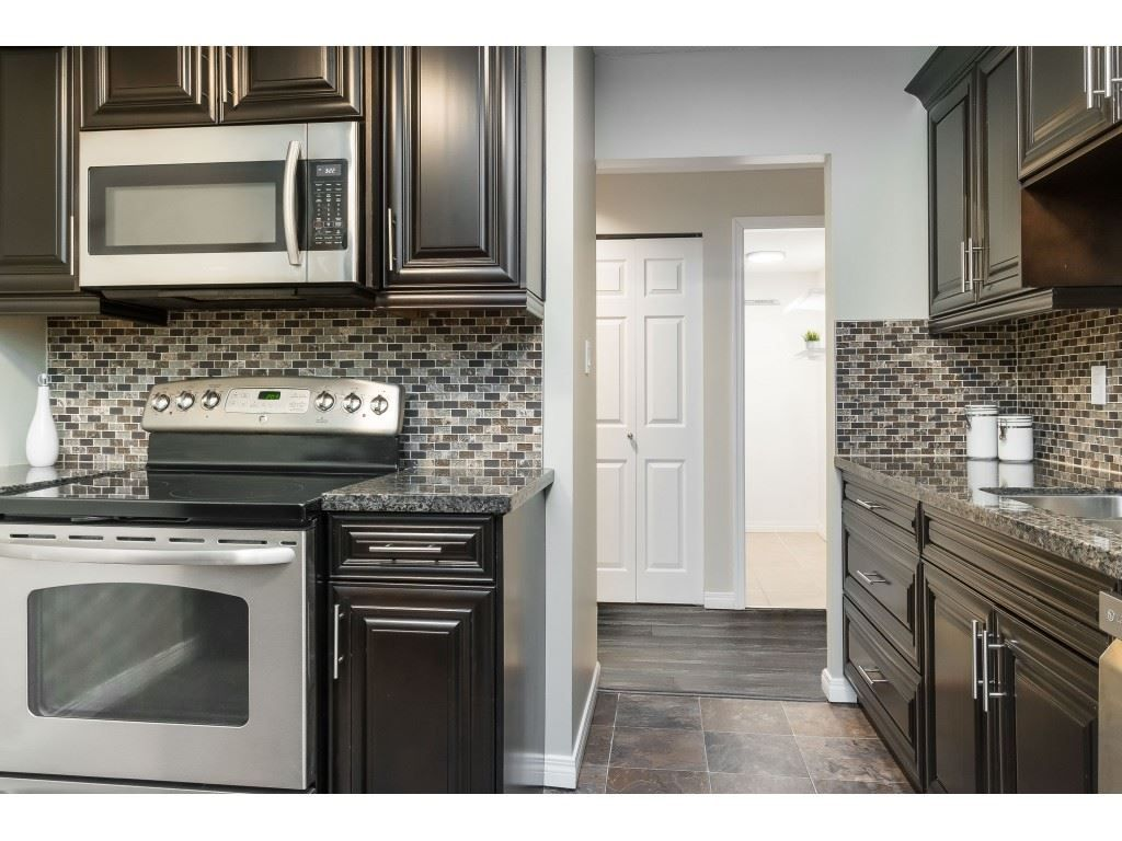 """Photo 3: Photos: 113 33400 BOURQUIN Place in Abbotsford: Central Abbotsford Condo for sale in """"Bakerview Place"""" : MLS®# R2523982"""