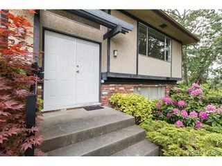 Photo 2: 964 Nicholson St in VICTORIA: SE Lake Hill House for sale (Saanich East)  : MLS®# 732243