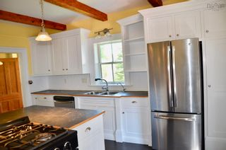 Photo 3: 105 Townsend Street in Lunenburg: 405-Lunenburg County Residential for sale (South Shore)  : MLS®# 202122372