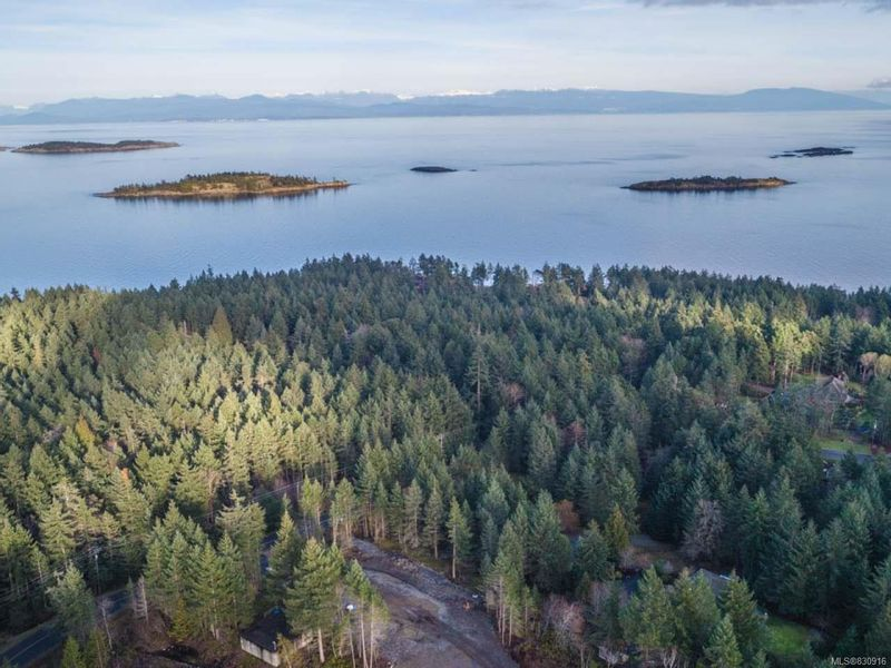 FEATURED LISTING: 5 Andys Lane NANOOSE BAY