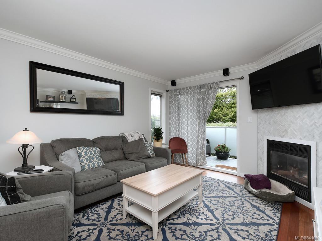 Photo 1: Photos: 101 1039 Caledonia Ave in Victoria: Vi Central Park Condo for sale : MLS®# 841658