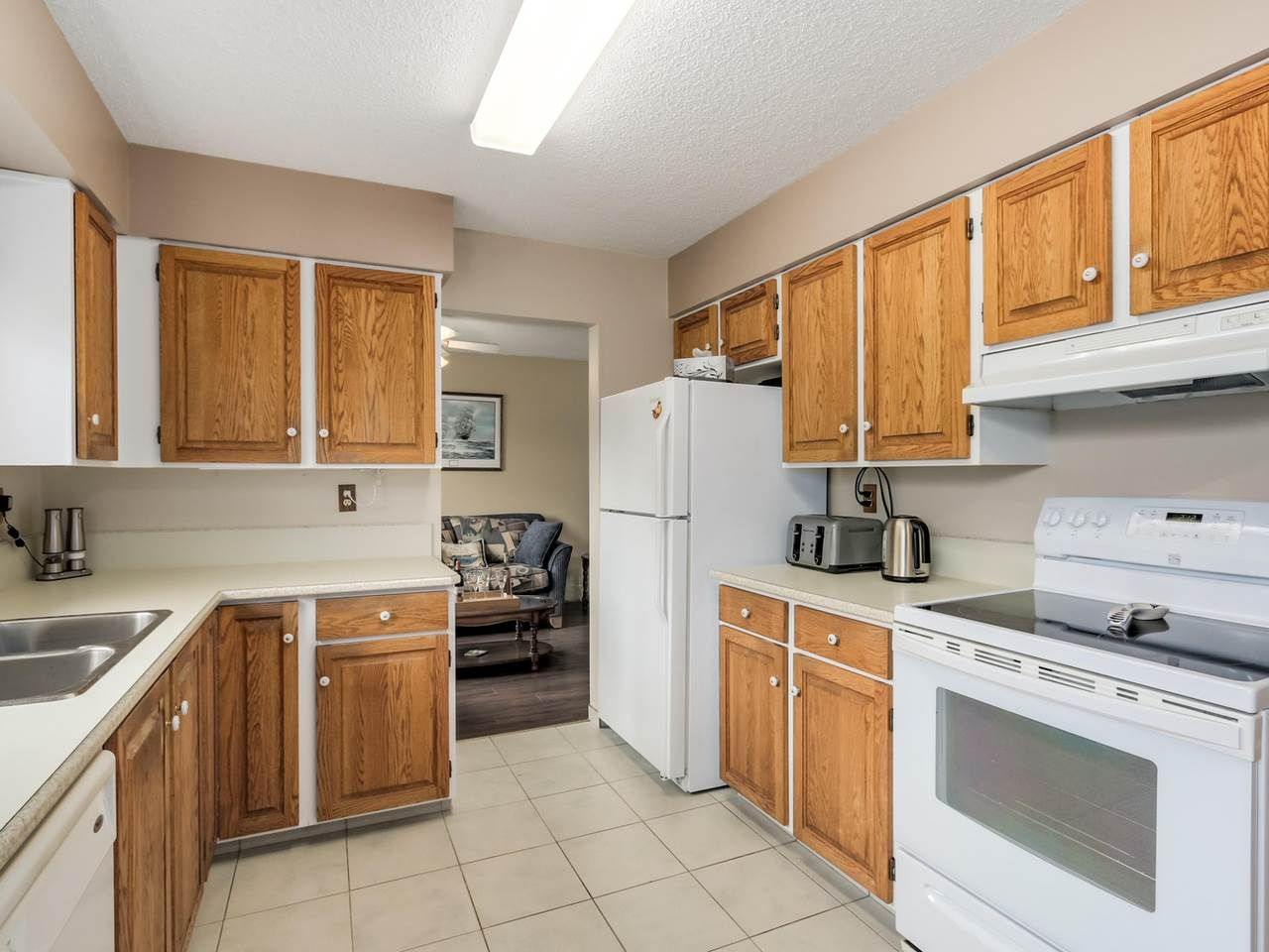 Photo 3: Photos: 4032 AYLING Street in Port Coquitlam: Oxford Heights House for sale : MLS®# R2074528