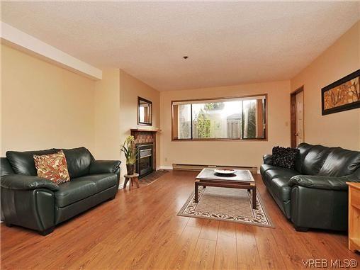 Main Photo: 101 1619 Morrison St in VICTORIA: Vi Jubilee Condo for sale (Victoria)  : MLS®# 632066