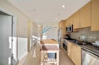 "Photo 11: 907 38 W 1ST Avenue in Vancouver: False Creek Condo for sale in ""The One"" (Vancouver West)  : MLS®# R2552477"