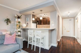 "Photo 3: 308 2025 W 2ND Avenue in Vancouver: Kitsilano Condo for sale in ""SEABREEZE"" (Vancouver West)  : MLS®# R2533460"