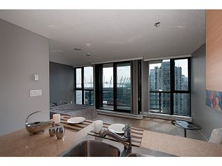 """Photo 1: 2003 909 MAINLAND Street in Vancouver: Yaletown Condo for sale in """"Yaletown Park 2"""" (Vancouver West)  : MLS®# V1079716"""