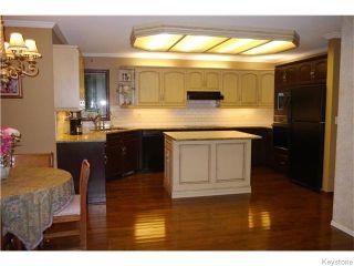 Photo 2: 11 Denman Crescent in Winnipeg: Fort Richmond Residential for sale (1S)  : MLS®# 1618572