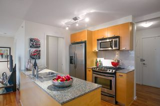 "Photo 4: 401 2483 SPRUCE Street in Vancouver: Fairview VW Condo for sale in ""Skyline"" (Vancouver West)  : MLS®# R2131999"