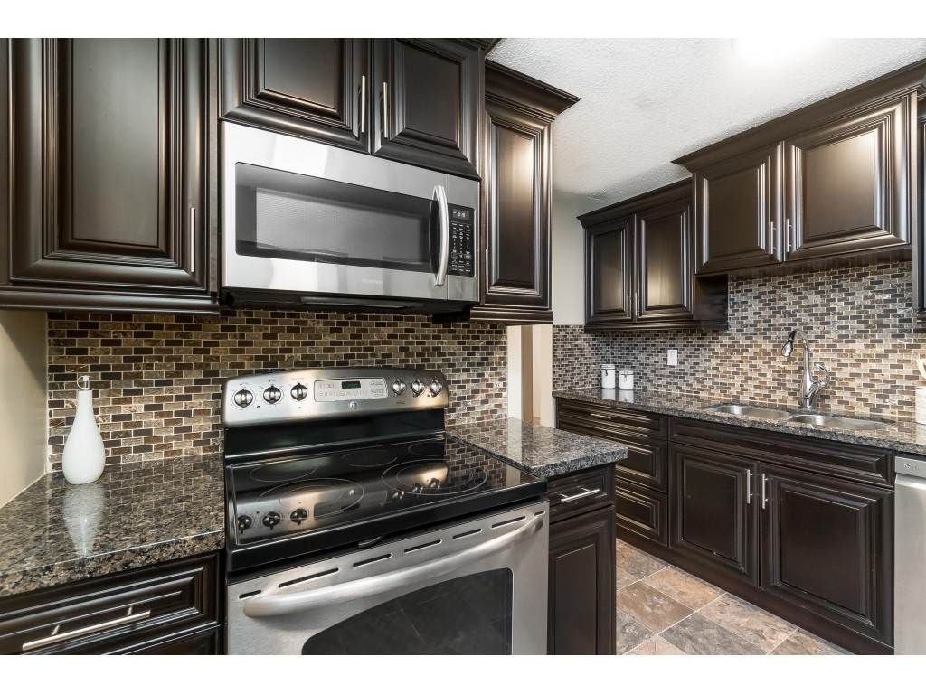 """Photo 8: Photos: 113 33400 BOURQUIN Place in Abbotsford: Central Abbotsford Condo for sale in """"Bakerview Place"""" : MLS®# R2523982"""