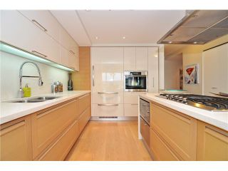 """Photo 9: 1603 8 SMITHE Mews in Vancouver: False Creek Condo for sale in """"Flagship"""" (Vancouver West)  : MLS®# V1064248"""