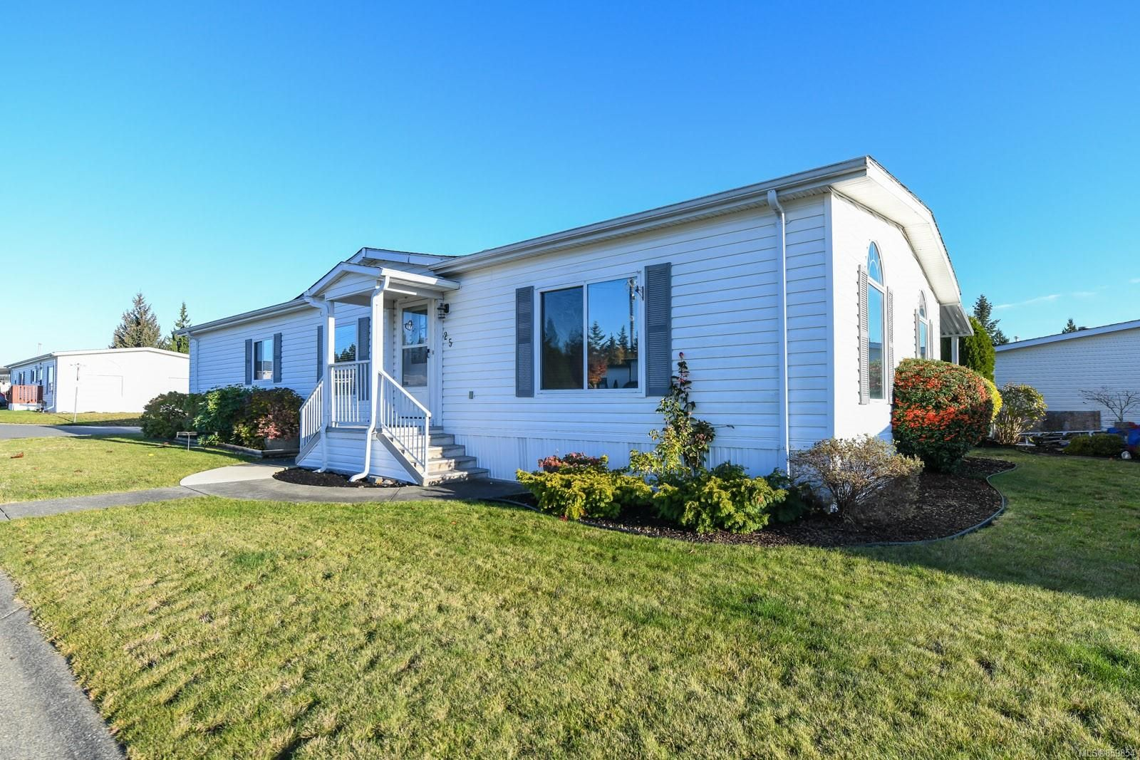 Main Photo: 25 4714 Muir Rd in : CV Courtenay East Manufactured Home for sale (Comox Valley)  : MLS®# 859854